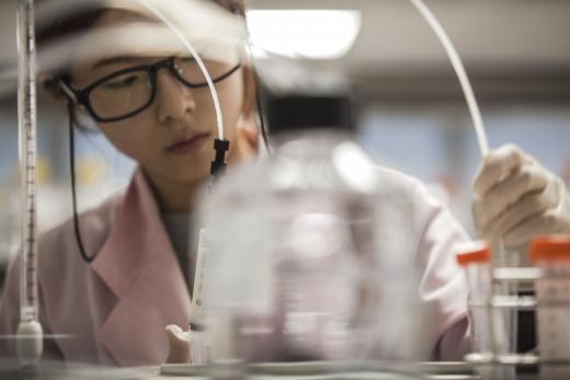 삼성바이오에피스의 항암 바이오시밀러(바이오의약품 복제약) '에이빈시오'가 유럽 판매를 목전에 뒀다./사진=삼성바이오에피스