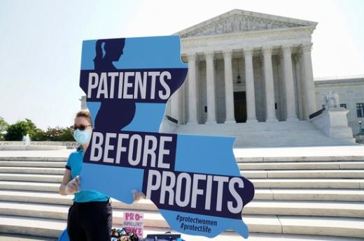 미국 연방대법원이 여성의 낙태 진료와 시술 기회를 제한하는 루이지애나주 법은 낙태 권리를 침해한다는 판결을 내놨다. /사진=로이터