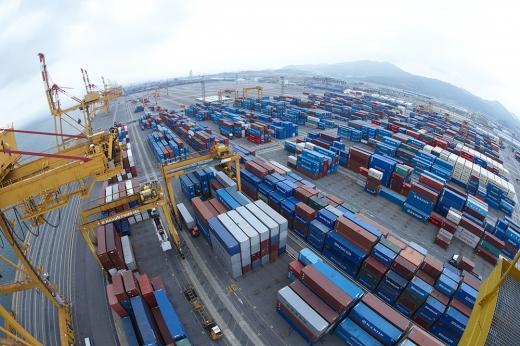 한국은행이 30일 발표한 '2020년 6월 기업경기실사지수(BSI) 및 경제심리지수(ESI)'에 따르면 6월 전 산업의 업황실적 BSI는 전월보다 3포인트 상승한 56으로 집계됐다./사진=이미지투데이