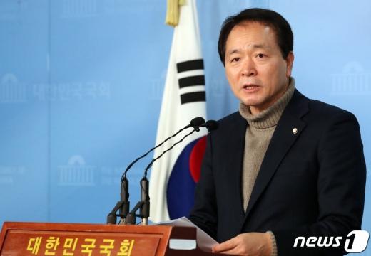성일종 미래통합당 의원이 기본소득법안을 대표발의했다. /사진=뉴스1