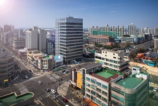 인천 서구는 인하대학교와 '도시재생 전문인력 양성을 위한 관․학 협력 MOU'를 체결했다./사진제공=서구