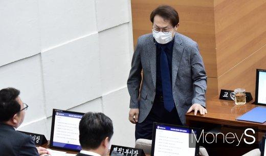 [머니S포토] 서울시의회 본회의 출석한 조희연 교육감