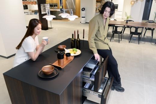 LG전자가 2일 출시한 시그니처키친스위트 서랍형냉장고. / 사진=LG전자