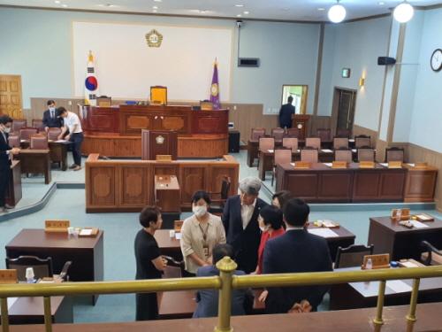 지난 1일 치러진 함안군의회 의장선거에서 기표위치 논란으로 파행되는 사태를 맞이했다./사진=함안시대 제공.