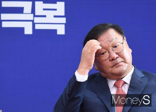 [머니S포토] 고심하는 김태년 원내대표