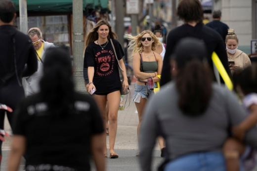 미국 청년들 일부가 신종 코로나바이러스 감염증(코로나19)에 감염된 이들과 파티를 열고 처음으로 감염되는 사람에게 상을 주는 이른바 '코로나 파티'를 벌이고 있다. /사진=로이터