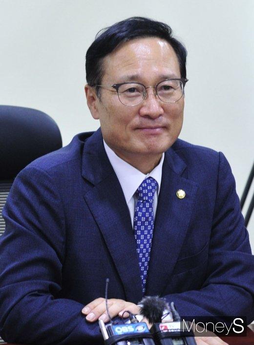[머니S포토] 홍영표 의원 '당을 위해 당권포기'