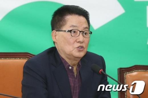 박지원 국정원장 후보 내정자는 앞으로 소셜네트워크서비스(SNS)도 끊고 잠행모드에 들어갈 것이라며 양해를 구했다. /사진=뉴스1