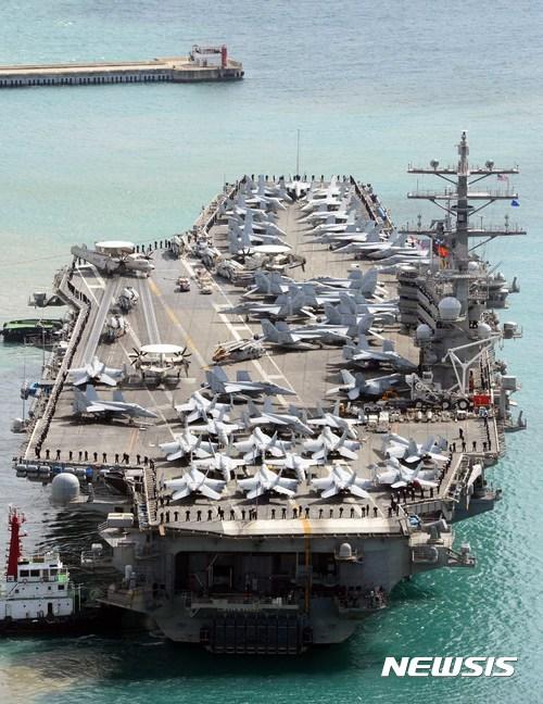중국이 해상훈련을 진행하는 남중국해에 미국이 항공모함 2척을 보내 압박의 수위를 높이자 국제사회의 관심이 쏠렸다. 사진은 핵항모인 로널드 레이건함. /사진=뉴시스