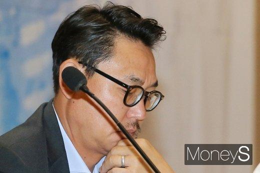 [머니S포토] 디지털 경제 혁신연구포럼, 고심하는 여민수 카카오 대표