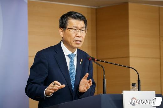 은성수 금융위원장이 이달 중 '디지털금융 종합혁신방안'을 발표한다는 계획을 밝혔다./사진=뉴스1DB