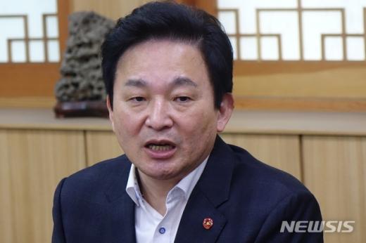 원희룡 제주지사가 미래통합당 의원들에게 집을 팔 것을 요구했다. /사진=뉴시스