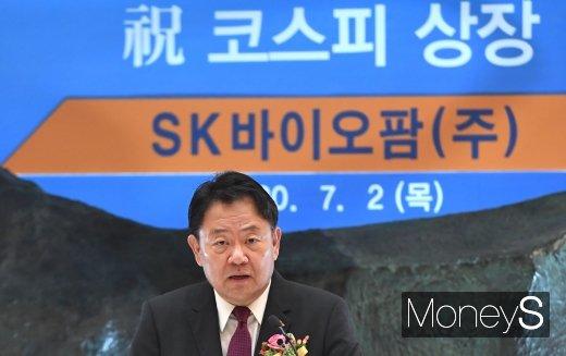 조정우 SK바이오팜 대표가 2일 오전 서울 영등포구 여의도동 한국거래소에서 열린 SK바이오팜 코스피 신규 상장 기념식에서 상장 소감을 밝히고 있다./사진=장동규 기자.