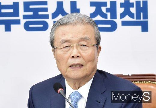 """[머니S포토] 김종인, """"문재인 정부, 부동산 정책 갈지자 행태 보여"""""""