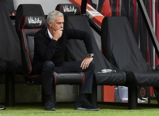 조세 무리뉴 토트넘 홋스퍼 감독이 10일(한국시간) 영국 본머스 바이탈리티 스타디움에서 열린 2019-2020 잉글랜드 프리미어리그 34라운드 본머스와의 경기 도중 근심 어린 표정으로 경기를 지켜보고 있다. /사진=로이터