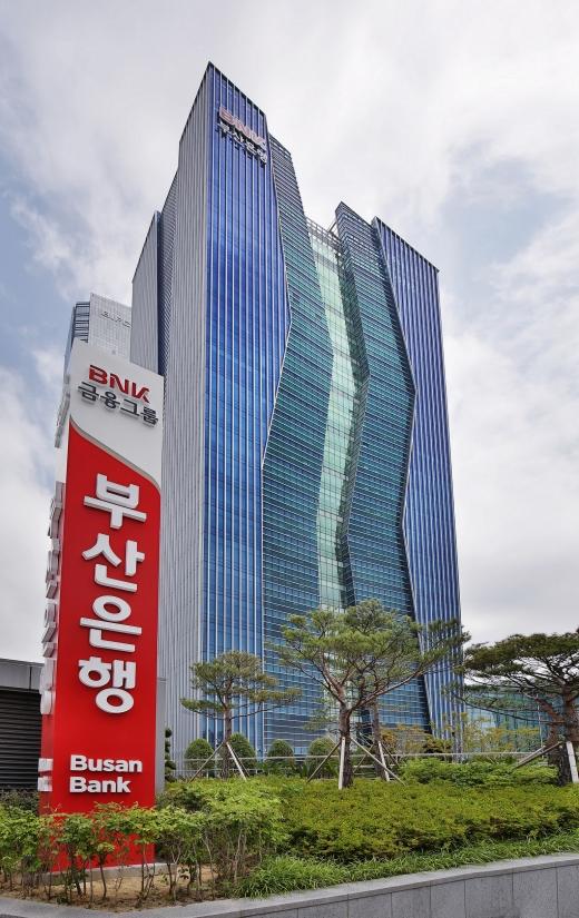 부산 남구 문현동에 있는 BNK부산은행 본점 전경./사진=BNK부산은행