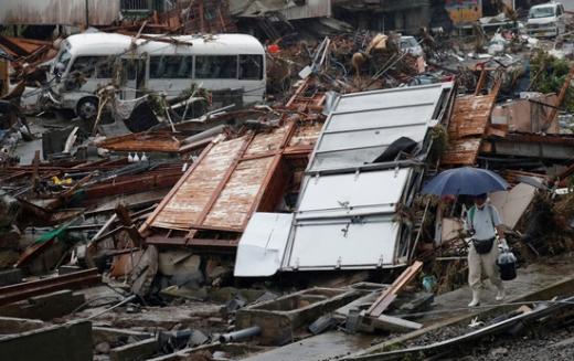 일본 규슈에서 기록적인 폭우로 72명이 숨졌다. 사진은 폭우로 피해를 입은 구마모토현 쿠마무라 지역의 지난 10일 모습. /사진=로이터