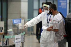 코로나 해외유입, 지역감염의 2배 이상… 정부 대책은?