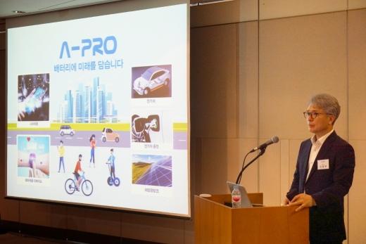 2차전지 장비 제조기업 에이프로 임종현 대표가 지난 3일 기업공개(IPO) 기자간담회를 개최하고 있는 모습./사진=에이프로