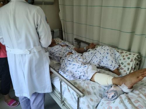 부산병무청이 지난 16일 불의의 사고로 장기입원 중인 신체검사 대상자를 병원에 찾아가는 적극행정을 펼쳤다./사진=부산병무청