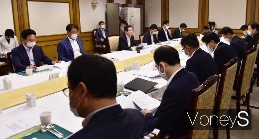 [머니S포토] 혁신성장 전략점검 주재하는 김용범 기재 1차관