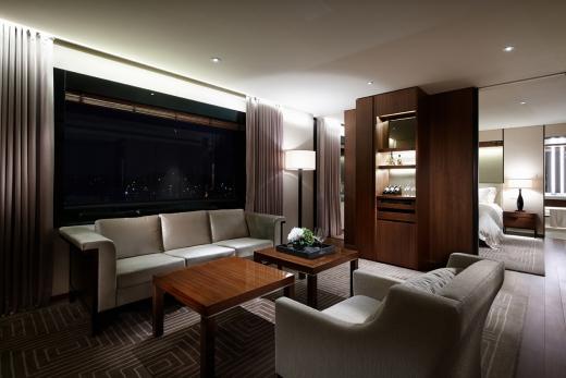 서울 신라호텔 '코너 스위트' 리빙룸. 언택트와 장마가 더해지면서 최근 호텔 객실에서 휴가를 즐기는 감성 호캉스가 인기다./사진=신라호텔