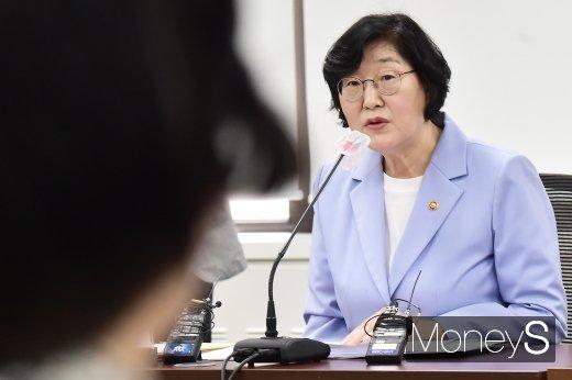 [머니S포토] 여가부, 고 박원순 성추행 의혹 회의 발언하는 이정옥 장관