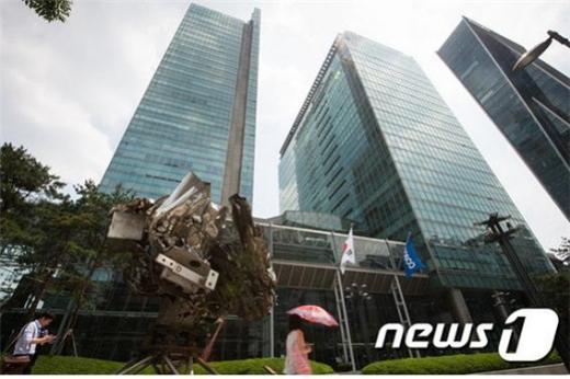최근 2년 포스코는 각종 사망사고와 비리로 얼룩졌다. 사진은 서울 강남구 대치동 포스코센터 전경. /사진=뉴스1
