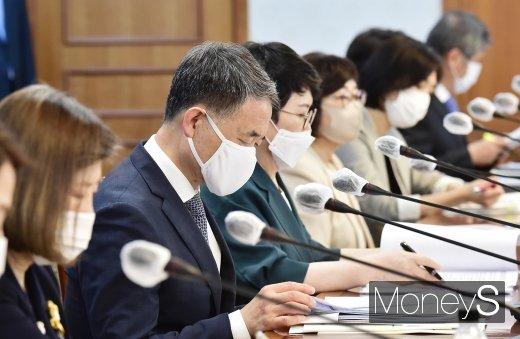 [머니S포토] 아동정책조정위 참석한 박능후 장관