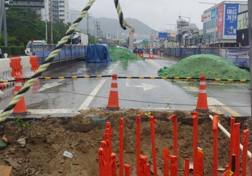 말뚝공사가 한창인 도시철도 양산선 3공구 공사현장./사진=김동기 기자