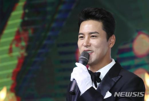 17일 방송 예정인 KBS2 '신상출시 편스토랑'에서는 '우리 김'을 주제로 한 12번째 메뉴 대결이 펼쳐지는 와중에 장민호가 연애관에 대한 이야기를 나눌 예정이다. /사진=뉴시스