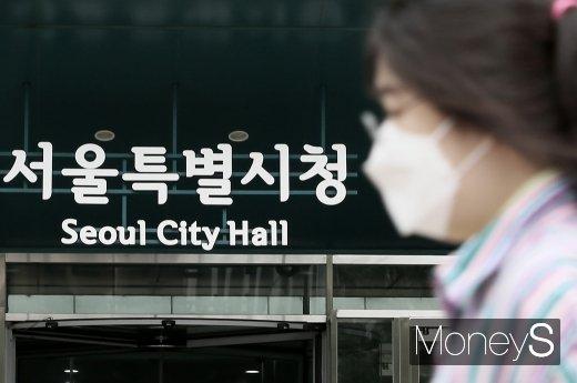 18일 경찰에 따르면 서울경찰청 여성청소년과는 '강제추행 방조' 혐의 고발 사건 수사를 위해 이날 서울시 관계자들을  참고인으로 불러 조사할 예정이다./사진=임한별 기자.