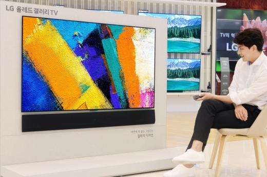 LG전자가 벽 밀착형 '갤러리 디자인 사운드 바'를 출시한다. / 사진=LG전자