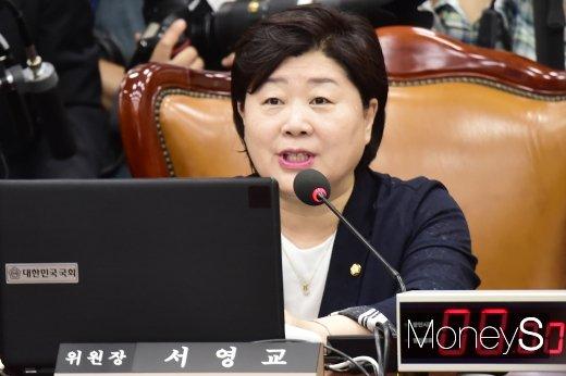 [머니S포토] 인사청문회 주재하는 서영교 행안위원장
