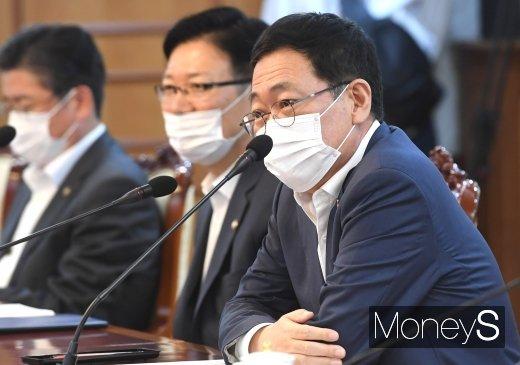 [머니S포토] 서해5도지원위원회의 참석한 박남춘 인천시장