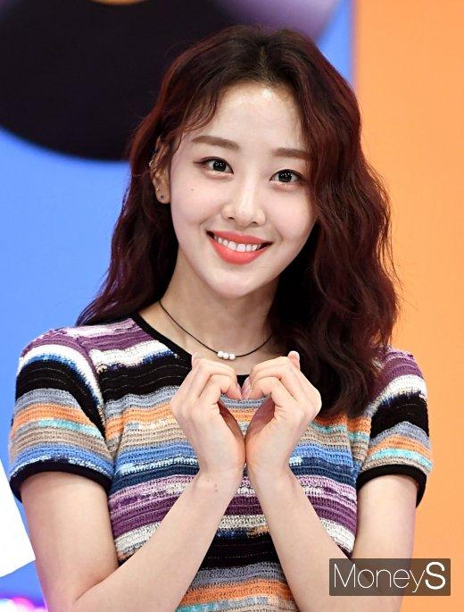 [머니S포토] 이달의소녀 이브 '러블리한 하트'