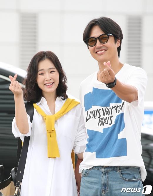가수 메이비도 모친 빚투에 휘말리며 고통을 겪어야 했다. 사진은 메이비와 윤상현(왼쪽부터) 부부. /사진=뉴스1