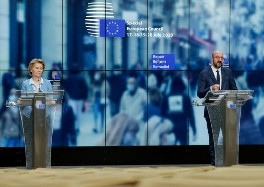 유럽연합(EU)이 신종 코로나바이러스 감염증(코로나19) 위기 극복을 위해 경제회복기금 7500억유로(약 1027조원)를 지원한다. 사진은 우르줄라 폰 데어 라이엔 EU 집행위원장과 샤를 미셸 EU 정상회의 상임의장(왼쪽부터)의 모습. /사진=로이터