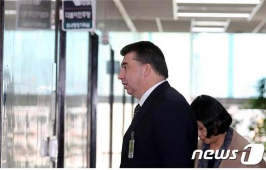 카허 카젬 한국지엠 사장 등이 파견 근로자 보호 관련 법률 위반 등의 혐의로 불구속 기소됐다. /사진=뉴스1