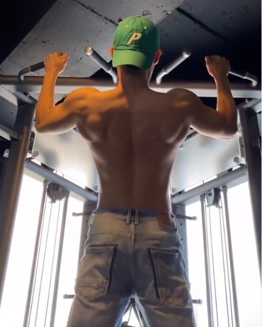 가수 김동준이 인스타그램에 운동하고 있는 영상을 게재했다. /사진=김동준 인스타그램 캡처
