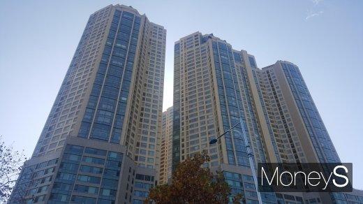 2주택자인 김조원 청와대 민정수석이 잠실 '갤러리아팰리스'를 팔기로 했다. 사진은 갤러리아 팰리스. /사진=김창성 기자