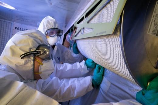 대한항공은 코로나19로부터 안전한 기내환경을 조성하기 위해 헤파필터 등의 특별점검에 나섰다. /사진=대한항공