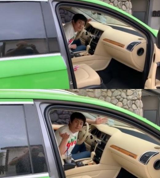 웹툰작가 겸 방송인 기안84가 MBC '나 혼자 산다'에서 공개한 차가 화제다. /사진=주호민 인스타그램