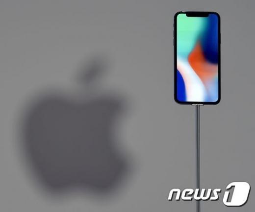 애플의 아이폰X./사진=뉴스1