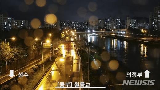 3일 풍수해재대본(풍수해 대비 재난안전대책본부)과 경찰 등에 따르면 이날 오전 5시30분을 기점으로 서울 동부간선도로가 전면 통제됐다. /사진=뉴시스(서울시 교통정보 시스템 캡처)
