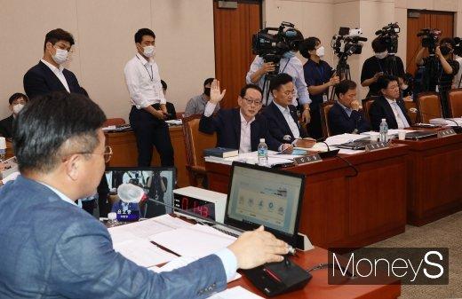 [머니S포토] 국회 법사위, 김도읍 간사 의사진행발언 요청