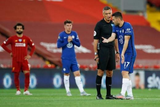 앞으로 프리미어리그를 포함한 모든 잉글랜드 내 축구경기에서는 '고의적인 기침 행위'가 금지된다. /사진=로이터