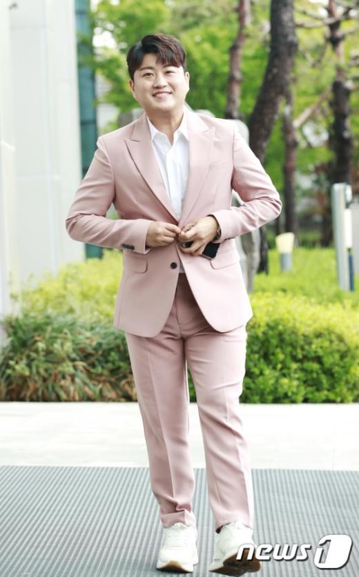 김호중의 전 여자친구로 알려진 A씨는 최근 자신의 소셜네트워크서비스(SNS)를 통해 받은 메시지를 공개했다. 사진은 가수 김호중이다. /사진=뉴스1