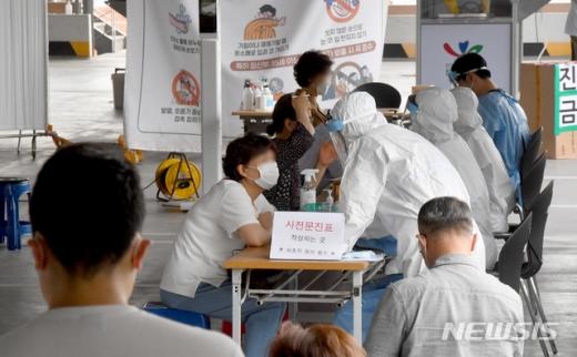 5일 거제시청 재난문자에 따르면 프랑스 체류 후 입국한 A씨(30대프랑스 국적)가 이날 코로나19 확진 판정을 받았다. /사진=뉴시스
