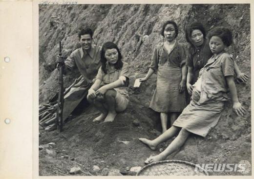 지난해 2월 공개된 위안부 피해자들의 당시 사진이다. /사진=뉴시스(서울시·서울대 정진성 연구팀 제공)